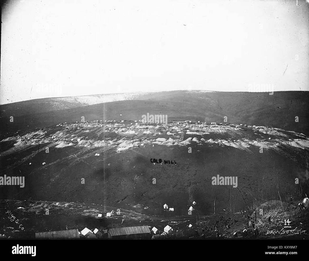 Gold Hill mining operations Yukon Territory, ca 1898 (HEGG 197) - Stock Image