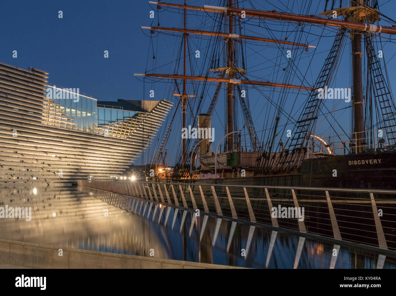 The V&A design museum has been sited next to the RRS Discovery as part of the waterfront development scheme in Dundee, Stock Photo