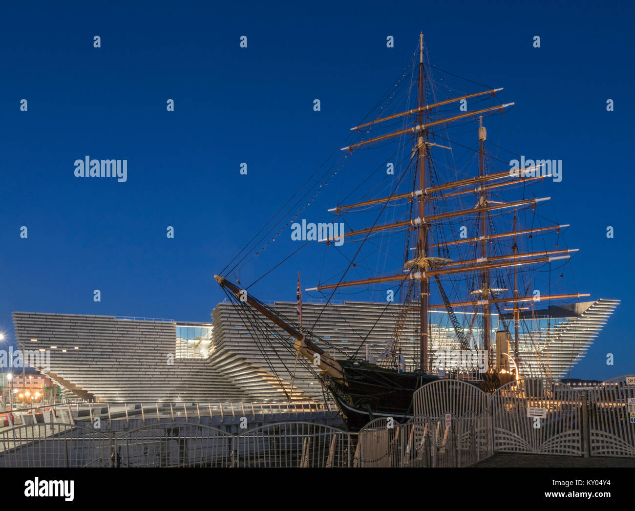 The V&A design museum has been sited next to the RRS Discovery as part of the waterfront development scheme, - Stock Image