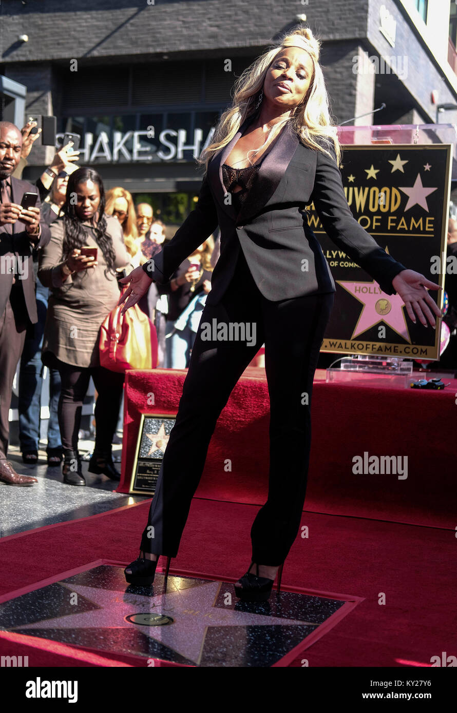 Los Angeles, USA. 11th Jan, 2018. Singer and actress Mary J. Blige attends her star unveiling ceremony on the Hollywood Stock Photo