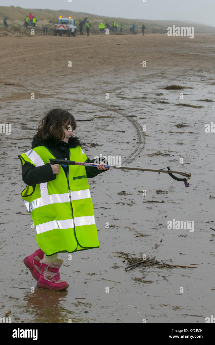 Aindsdale, Southport. 12th December, 2018. UK Weather. Foggy day for Beach Clean volunteer 4 year old, Molly Flower - Stock Image