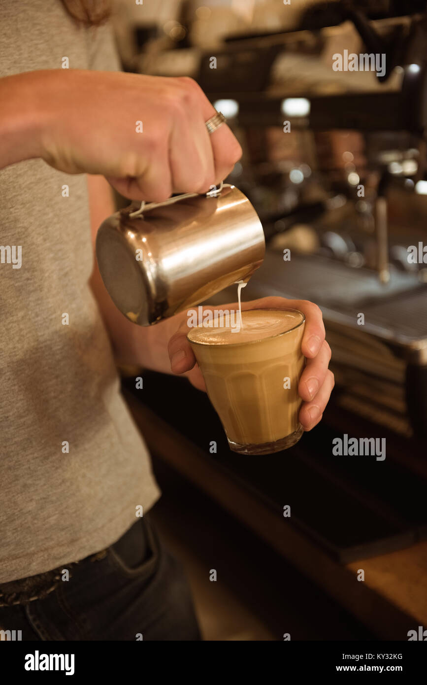 Mid section of barista making coffee - Stock Image