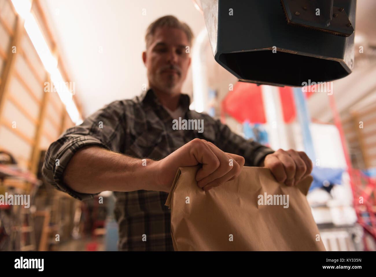 Man packing refined grains - Stock Image
