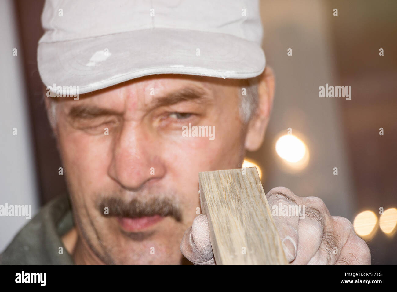 The carpenter checks the Board. Selective focus - Stock Image