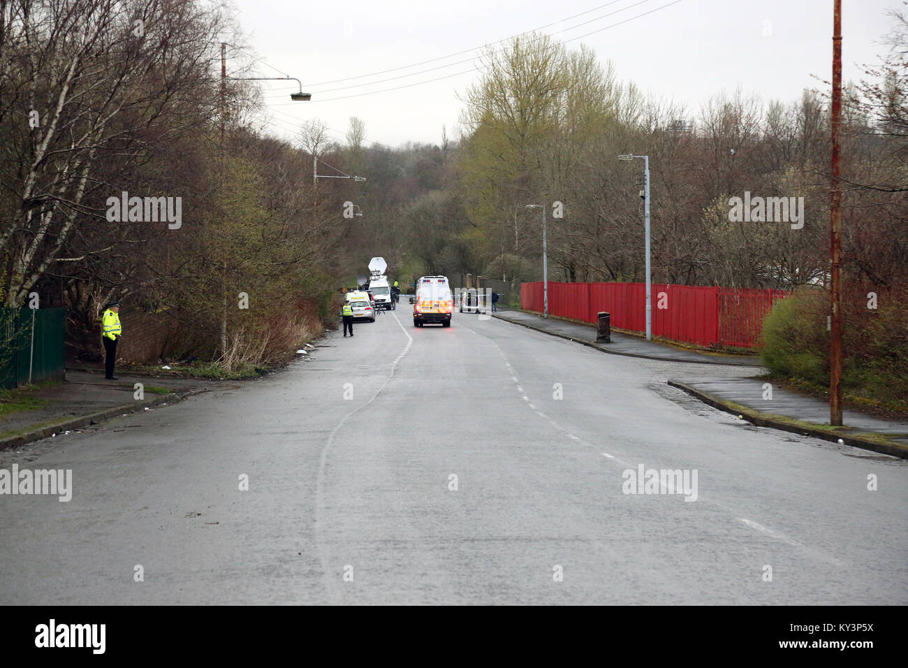 Police during a search, Dalsholm Road at Dawsholm Park, Kelvindale, Glasgow, where Karen Buckley's bag was discarded - Stock Image