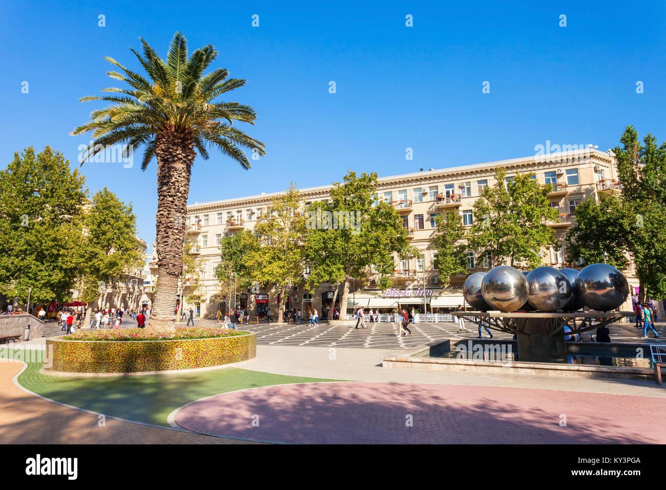 BAKU, AZERBAIJAN - SEPTEMBER 14, 2016: Fountains or Parapet Square is a public square in downtown Baku, capital - Stock Image