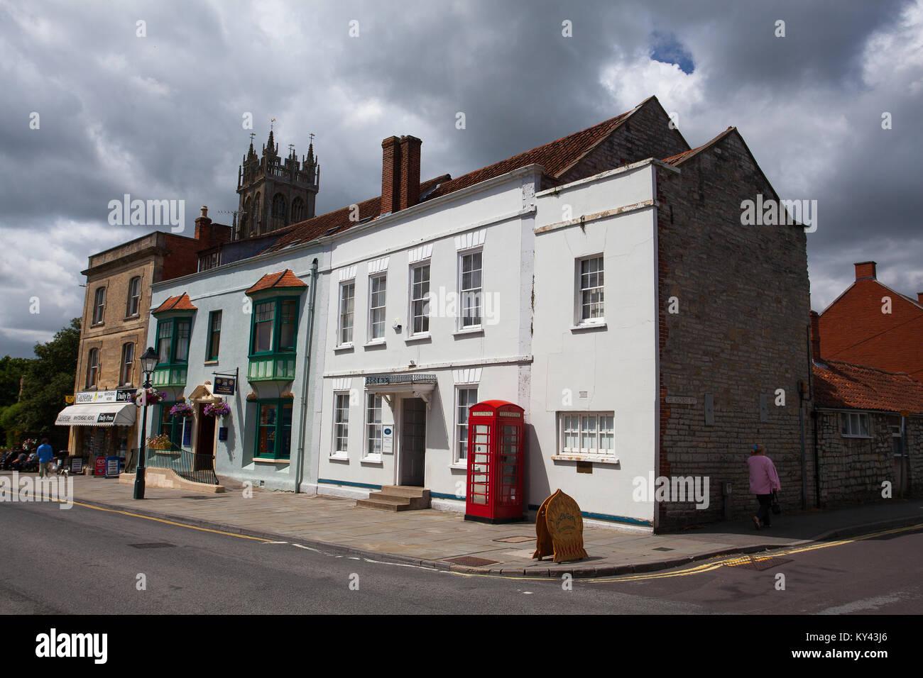 Glastonbury, England – July 15, 2010: Main street in Glastonbury, Somerset. Glastonbury is a town in southwest England. - Stock Image