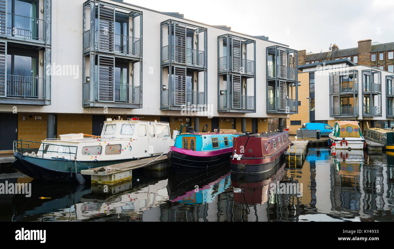 View of new canal side apartments and narrow boats at Lochrin Basin on Union Canal at Fountainbridge in Edinburgh, - Stock Image