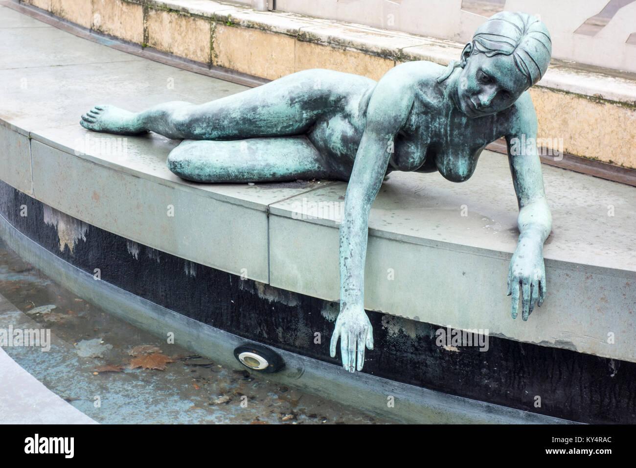Hebe, Goddess of Youth, sculpture by Robert Thomas 1966, James Watt Queensway, Birmingham, UK - Stock Image