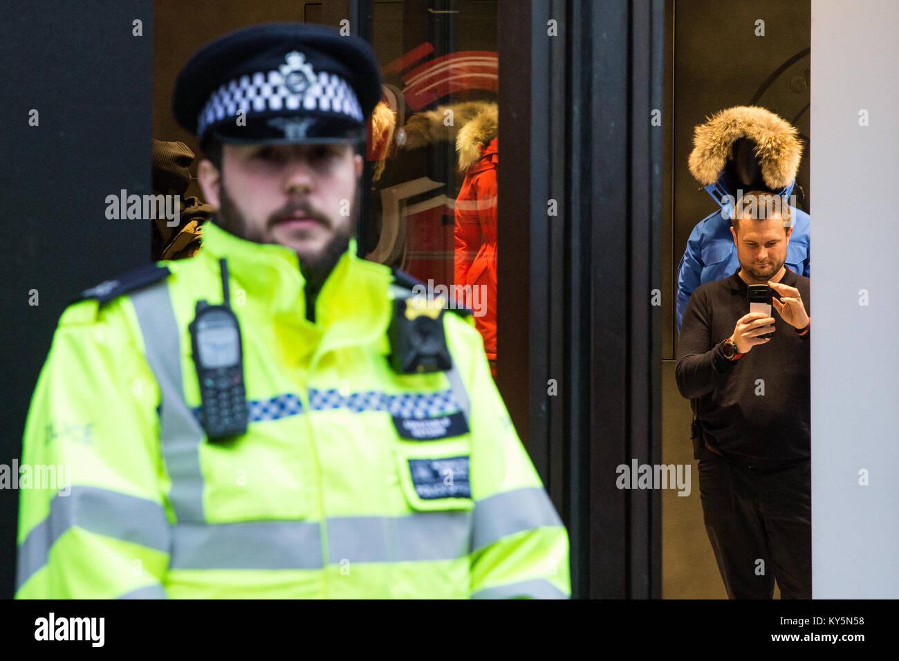 Security Guard Uk Shop Stock Photos & Security Guard Uk Shop