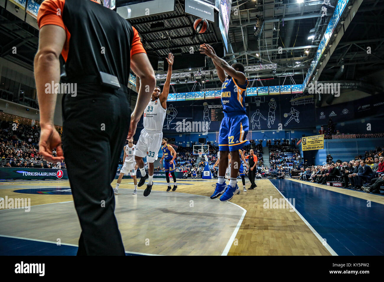 Moscow, Russia. 12th Jan, 2018. Charles Jenkins, #22 of Moscow Khimki shoots a jumpshot against Trey Thompkins, - Stock Image