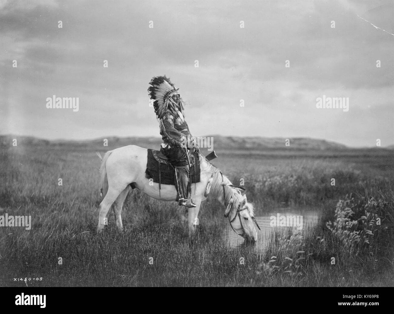 Black And White Photo Of Native American Indian Chief In Traditional Stock Photo Alamy