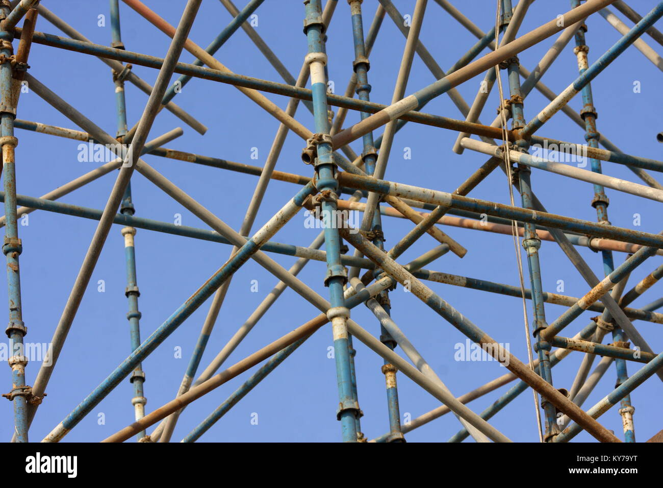 Scaffolding against a blue sky on a building site in Bahrain - Stock Image