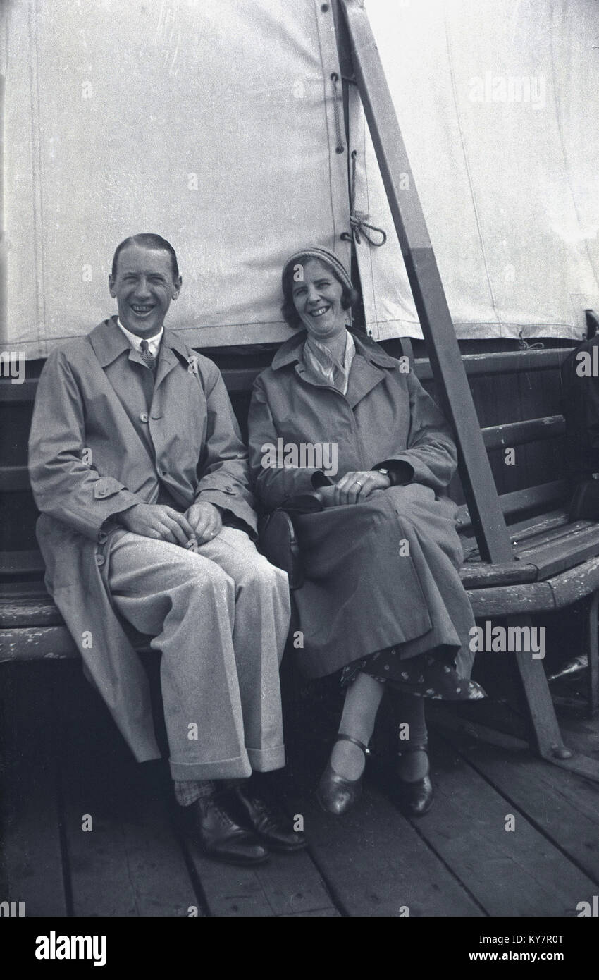 1930s, historical, huge smilies from a happy couple on holiday, England, UK. - Stock Image