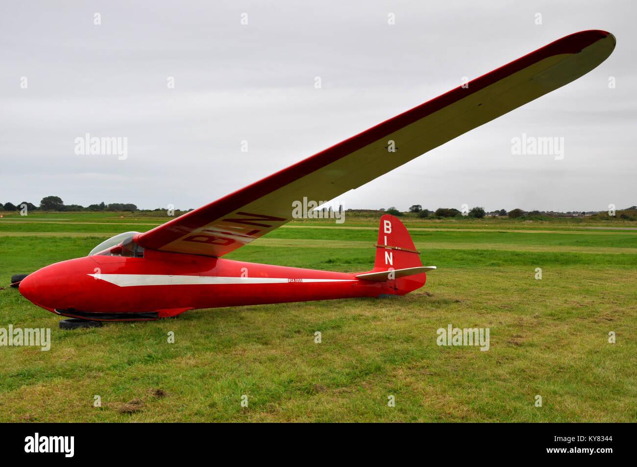 Elliotts of Newbury EoN Olympia 2b vintage glider. Classic sailplane on the ground Stock Photo