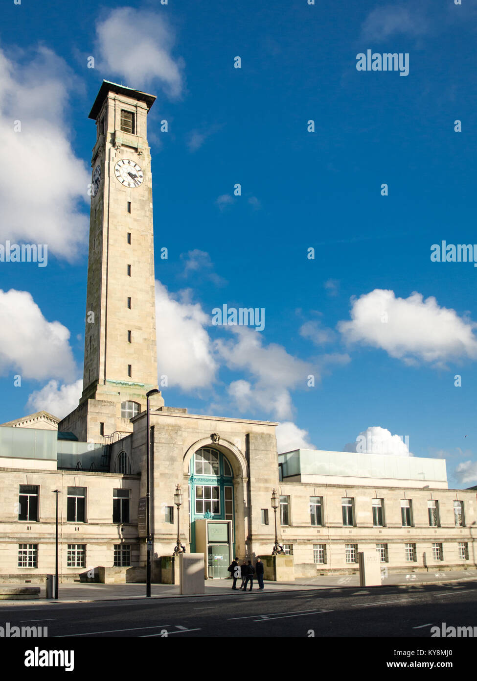 Southampton, England, UK - February 16, 2014: Sun shines on the art deco facade and clock tower of the west wing - Stock Image
