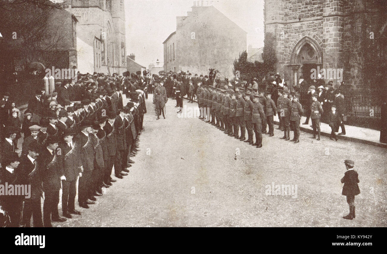 Regular British troops, meeting Ulster volunteers, after service at Episcopal church, Omagh, circa 1913-14 - Stock Image