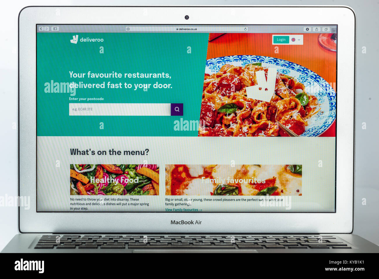 The homepage of the official website for Deliveroo - the British online food delivery company. - Stock Image