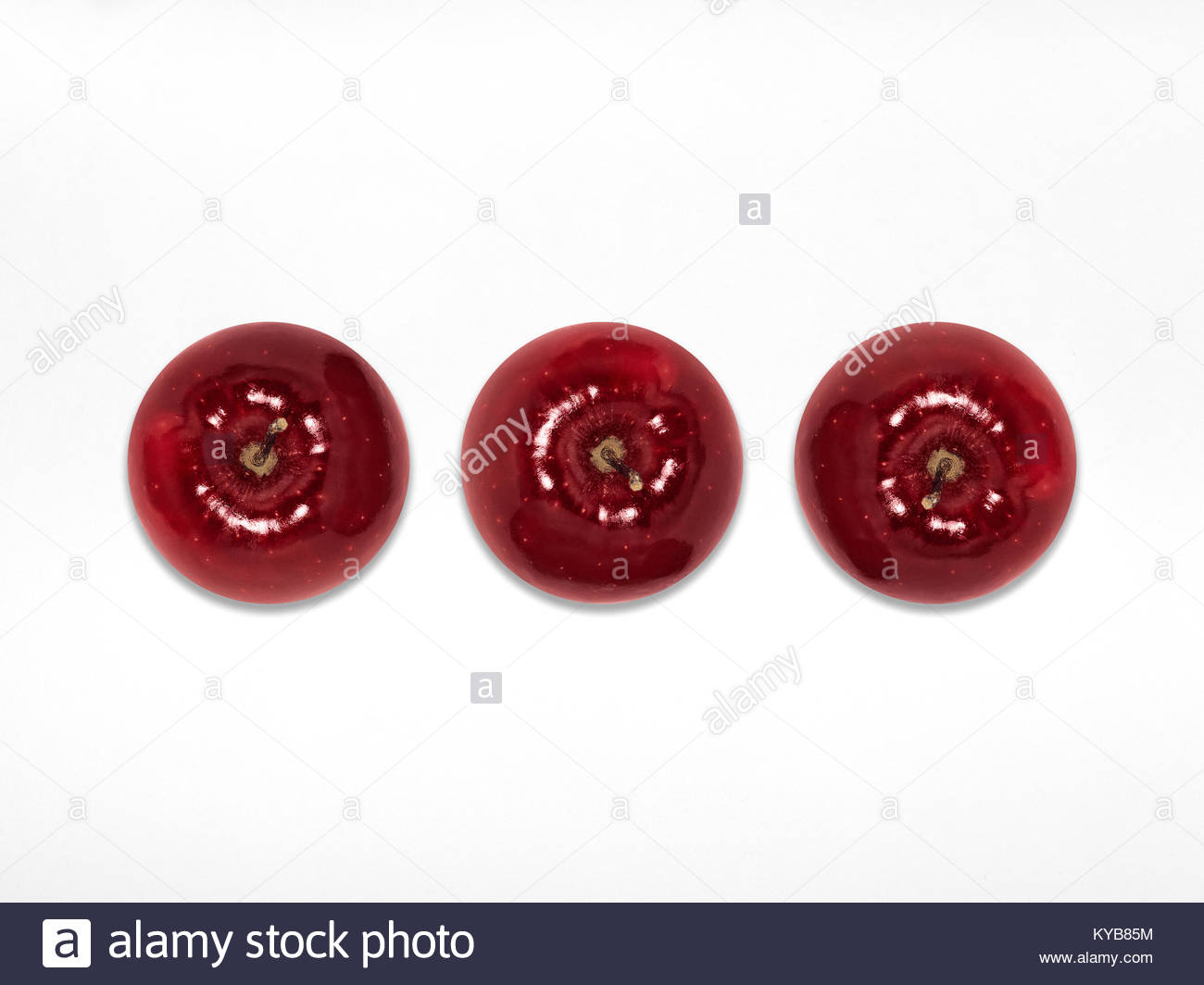 Red apple Top view Three whole juicy red apples are lying horizontally in a row on a white background Flat lay Isolated - Stock Image