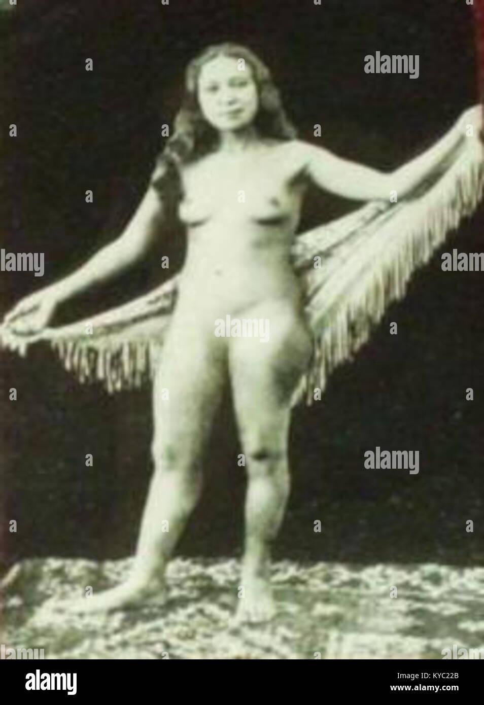 Nu Femme Marocaine Posant Nue Avec Chale Annees 30 Stock Photo Alamy