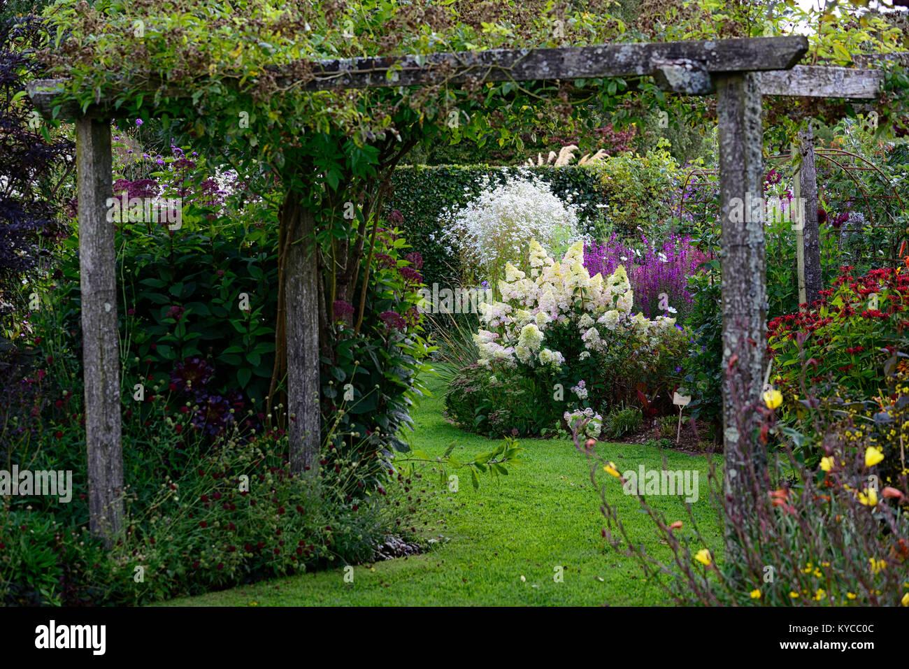 Wood,wooden,arbor,pergola,garden,entrance,separation,separating,