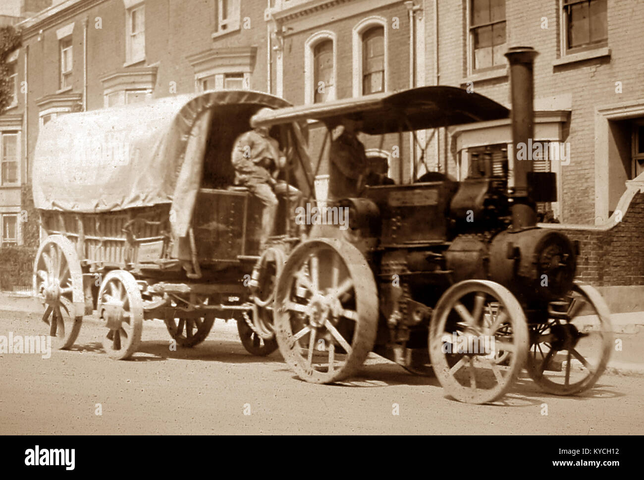 Traction engine and trailer, Victorian period - Stock Image