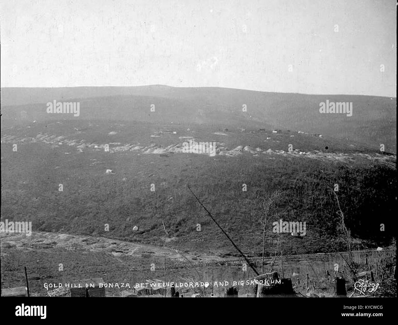 Panorama of mining claims on Gold Hill showing Bonanza Creek, Yukon Territory, ca 1898 (HEGG 524) - Stock Image