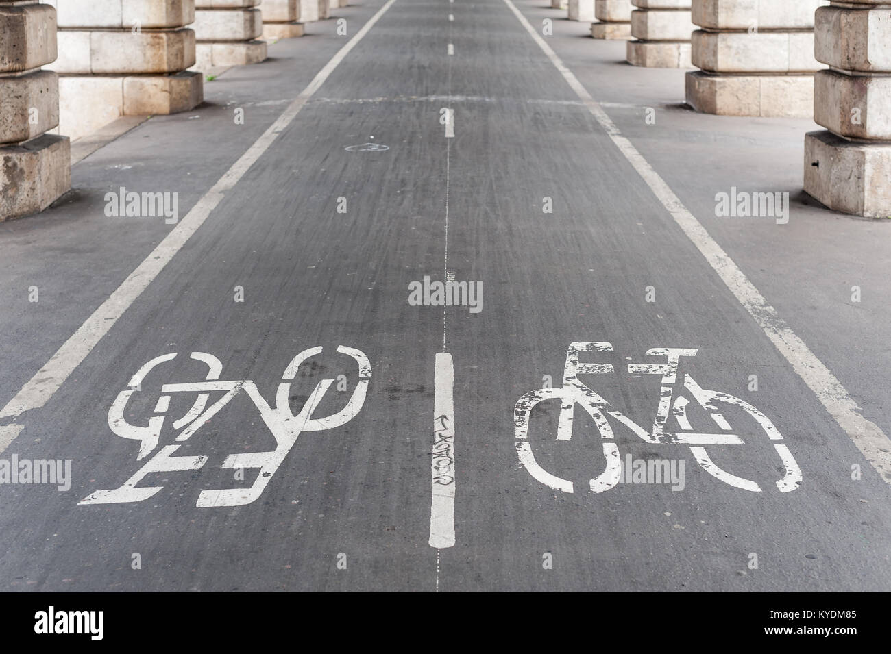 Bike path under Bercy bridge in Paris - Stock Image