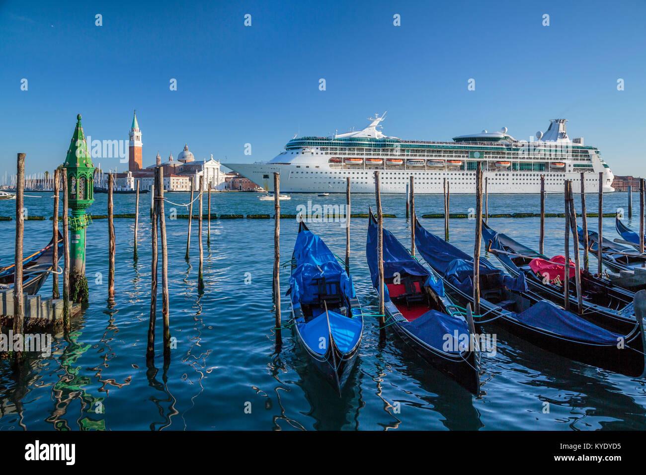 The Royal Caribbean cruise ship Rhapsody of the Seas and gondolas in Veneto, Venice, Italy, Europe. - Stock Image