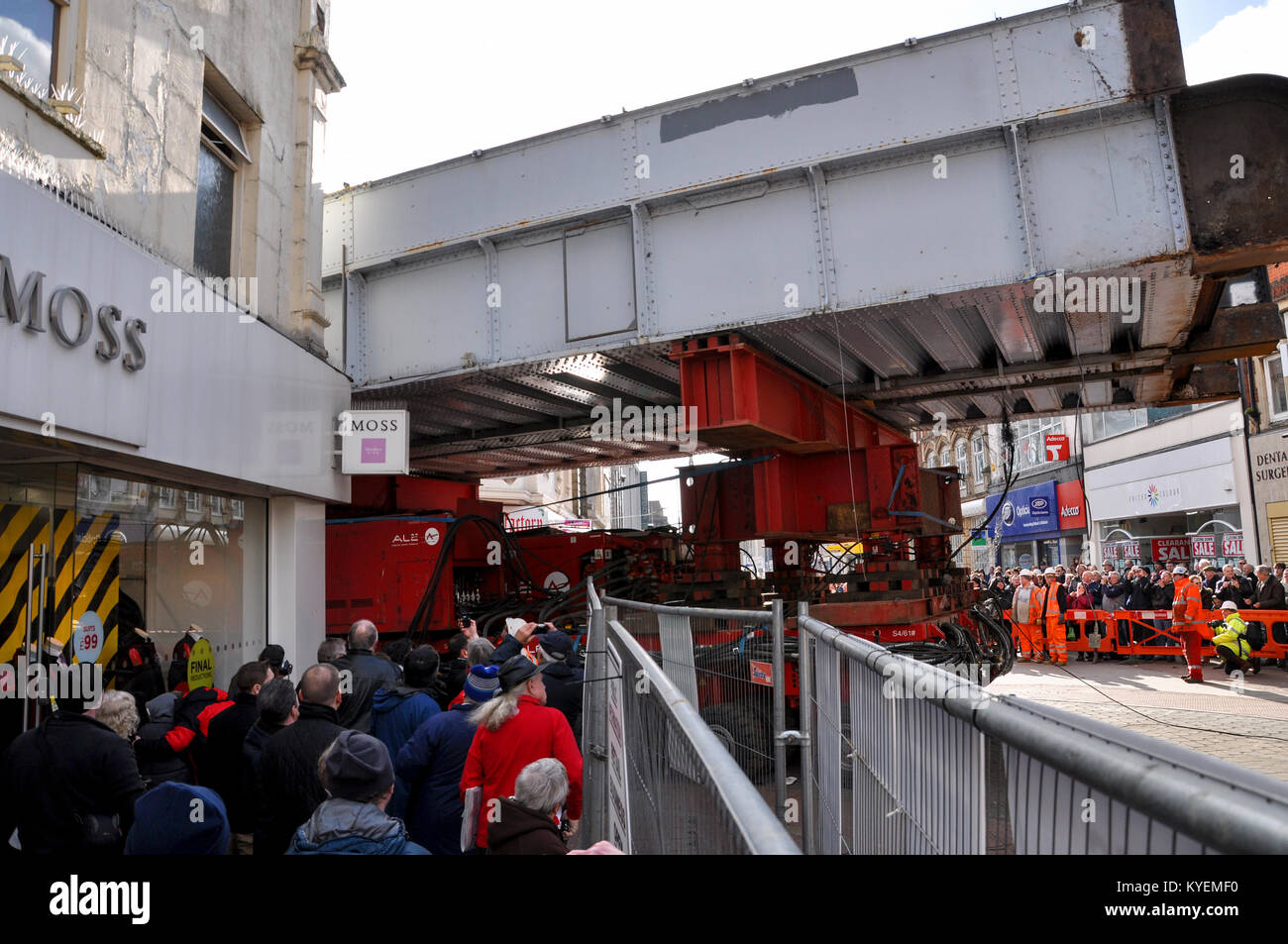ALE Engineering and Network Rail engineers transporting old railway bridge along the High Street in Southend-on - Stock Image