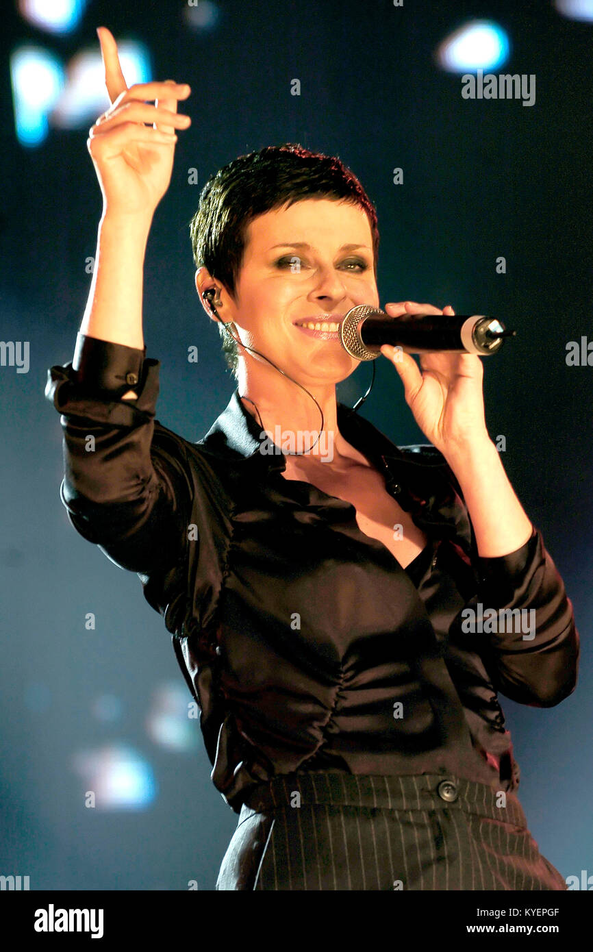 Lisa Stansfield performing live at a special performance for producer Trevor Horn's Benefit in aid of the Prince's - Stock Image
