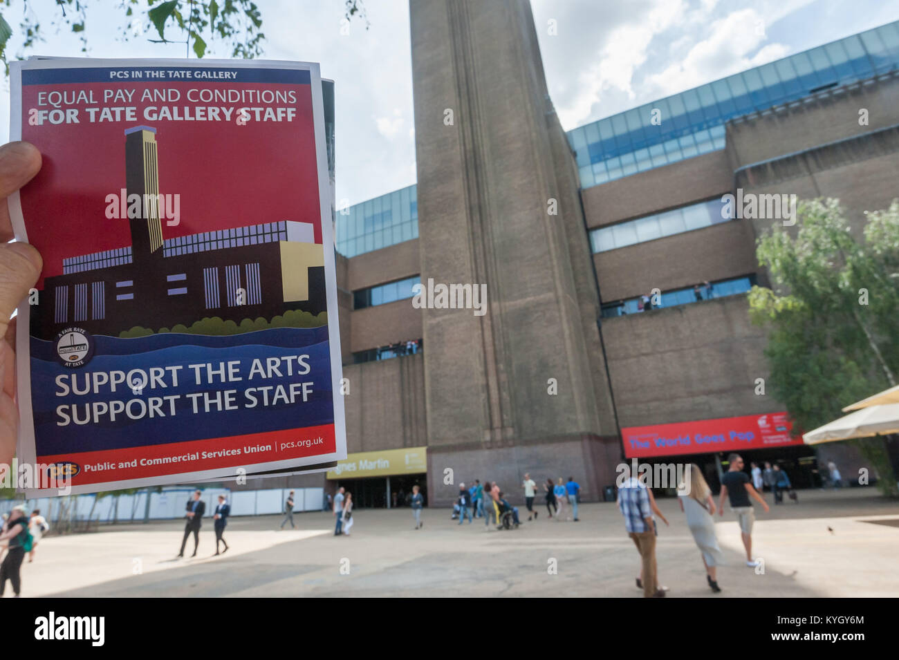 The EqauliTate poster has a image of Tate Modern on one side; the other states privatised staff doing the same job - Stock Image