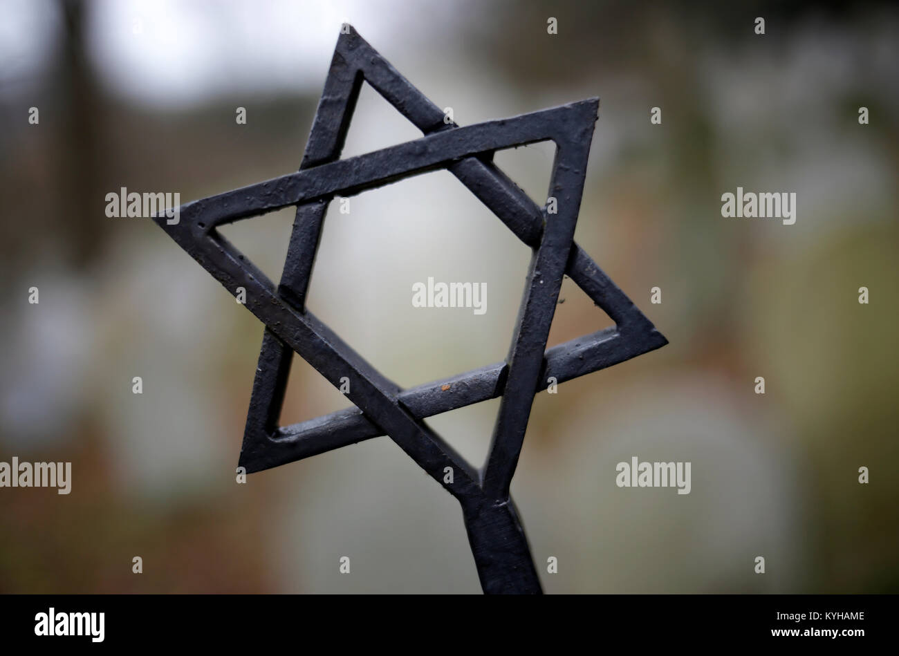The Star of David close-up on top of a gravestone at Jewish cemetery in Ckyne, South Bohemia, Czech Rep. - Stock Image