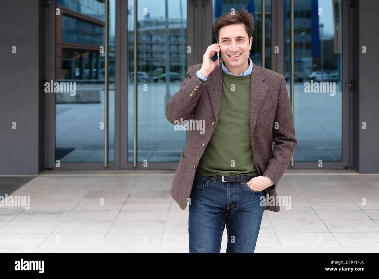 Horizontal photo of businessman talking on the smartphone - Stock Image