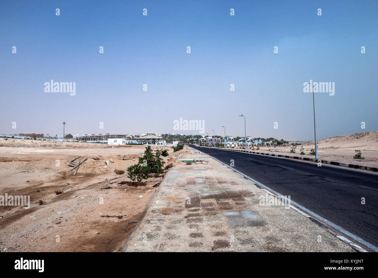 Road in the city of Sharm El Sheikh, surrounded by a desert - Stock Image
