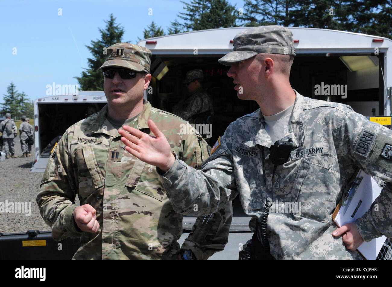 2nd Lt. Constantine Sztendera, Decontamination Task Force Officer In Charge, discusses DECON action plans with an - Stock Image