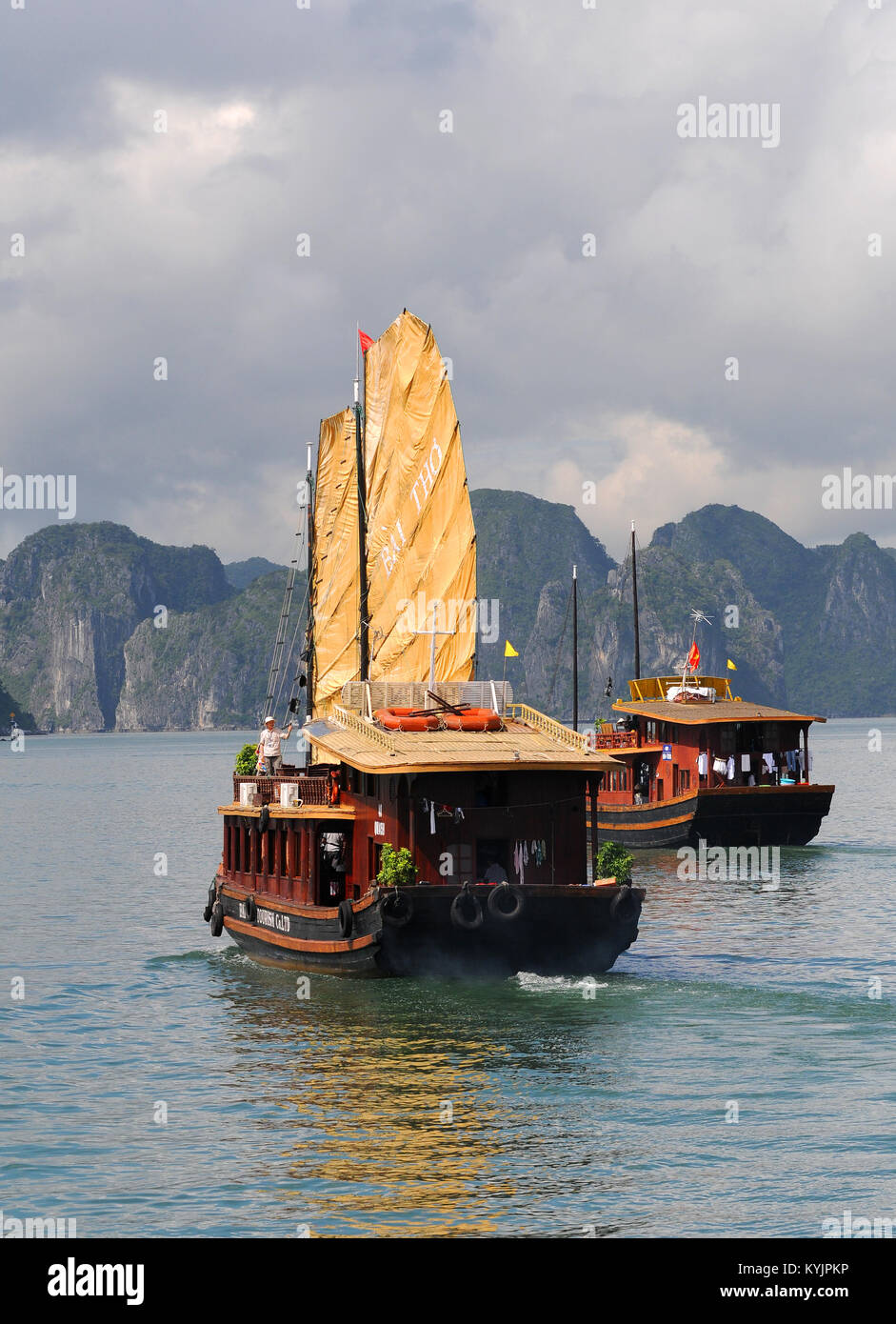Tourist boat sailing on the famous Halong bay in Vietnam, Asia - Stock Image