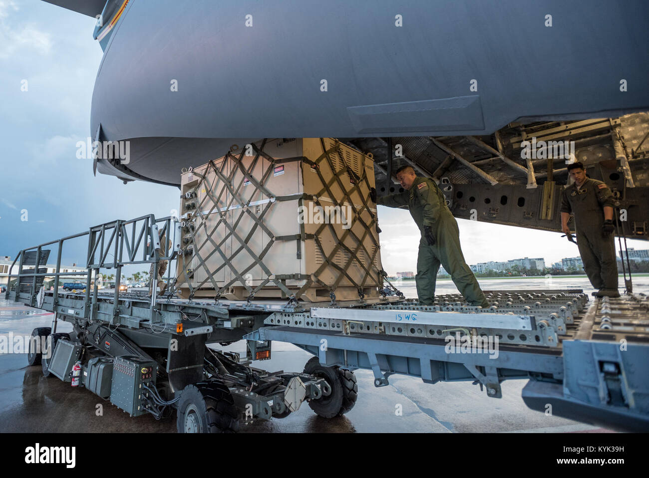 Loadmasters from the Hawaii Air National Guard dowload relief supplies from their C-17 aircraft at Luis Muñoz Marín Stock Photo