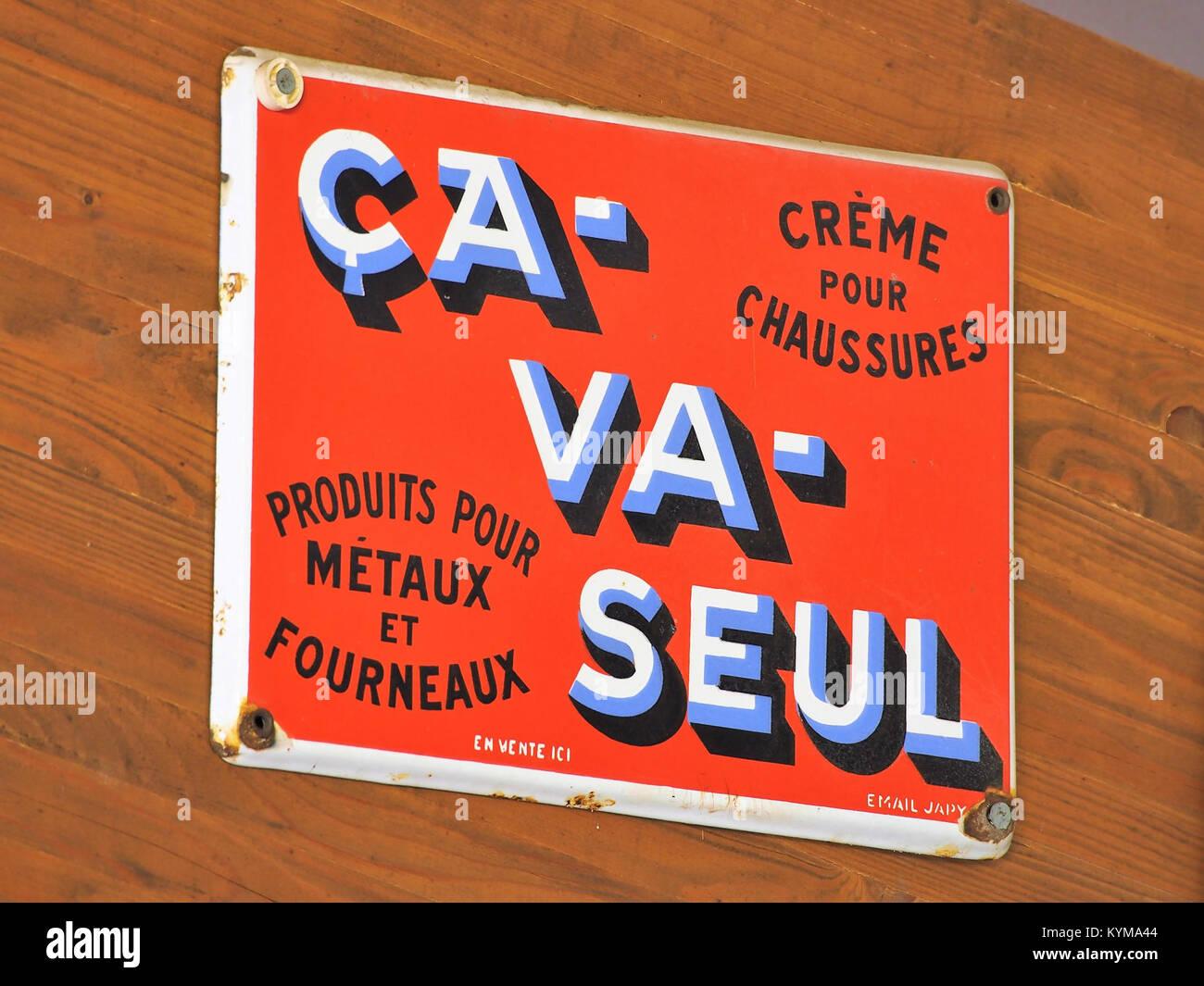 Ca- Va- Seul, Crème pour Chaussures, Emaille Werbung Schild, Fahrzeugmuseum Marxzell - Stock Image