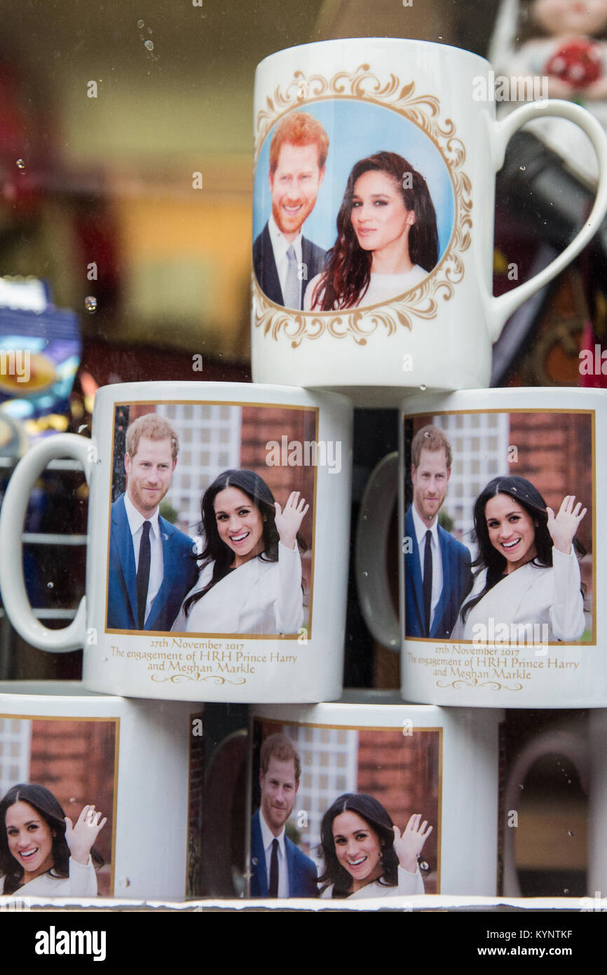 Windsor, UK. 15th Jan, 2018. Mugs and other mementos featuring images of Prince Harry and Meghan Markle have begun - Stock Image