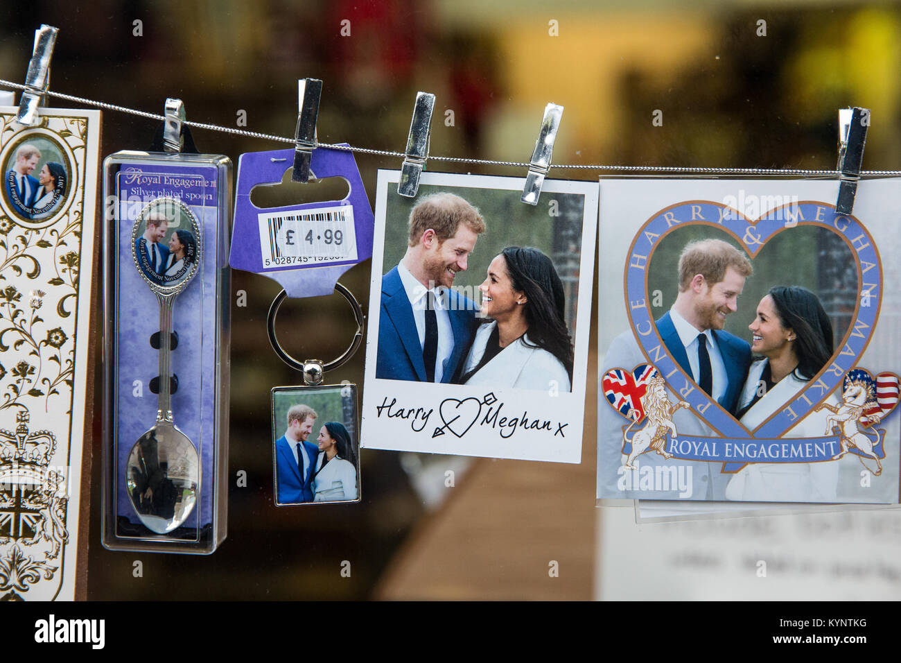 Windsor, UK. 15th Jan, 2018. Spoons and other mementos featuring images of Prince Harry and Meghan Markle have begun - Stock Image