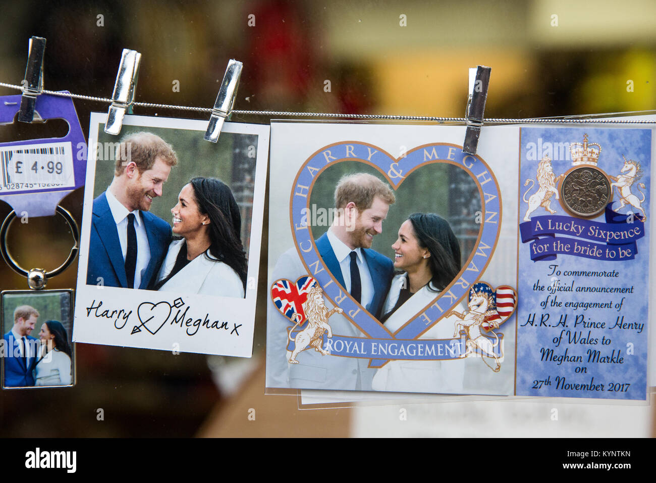 Windsor, UK. 15th Jan, 2018. Keyrings, lucky sixpences and mementos featuring images of Prince Harry and Meghan Stock Photo