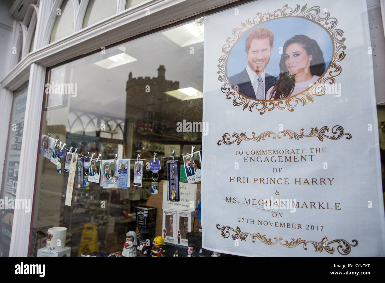 Windsor, UK. 15th Jan, 2018. Mementos featuring images of Prince Harry and Meghan Markle have begun to appear in - Stock Image