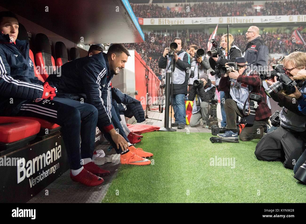 Leverkusen, Deutschland. 12th Jan, 2018. Sandro WAGNER l. (M) sitzt auf der Ersatzbank, im focus der Fotografen - Stock Image