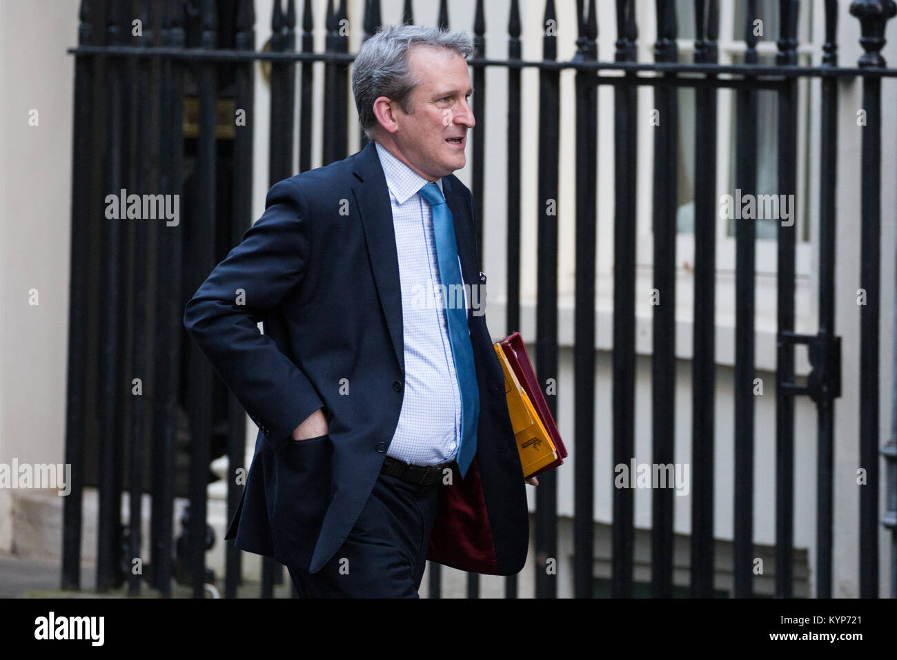 London, UK. 16th Jan, 2018. Damian Hinds MP, Secretary of State for Education, arrives at 10 Downing Street for - Stock Image