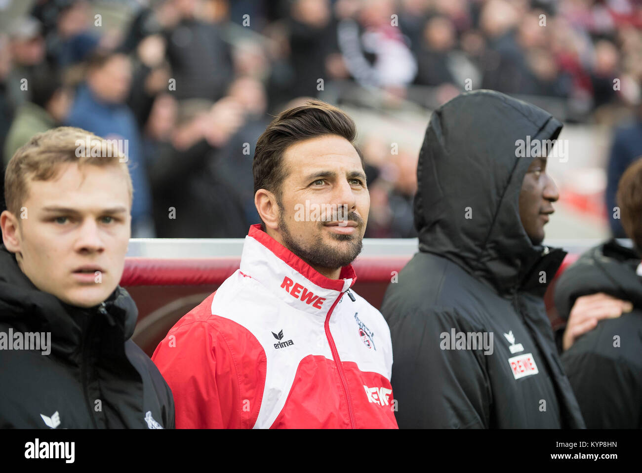 left to right Tim Henry HANDWERKER (K), Claudio PIZARRO (K) vor der Ersatzbank Fussball 1. Bundesliga, 18. matchday, - Stock Image