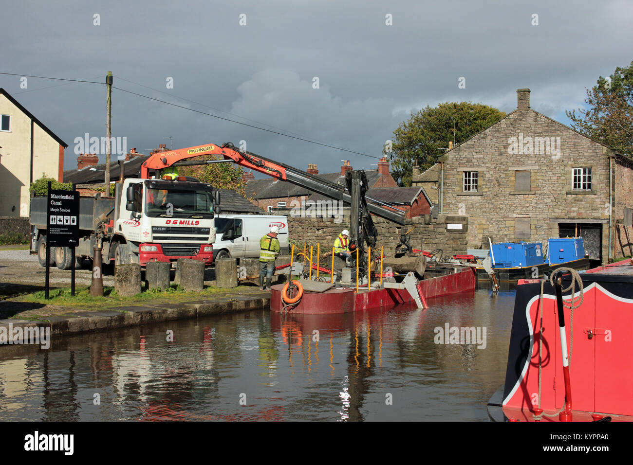 Civil engineering contractors working for the Canal and River trust, D G Mills loading construction materials into - Stock Image