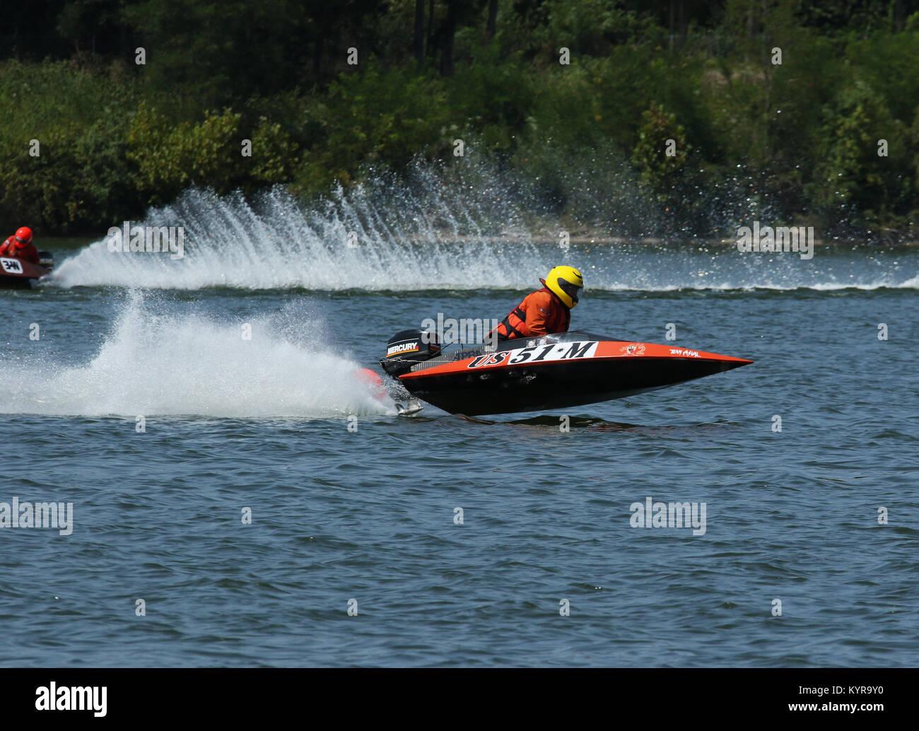 Boat 51M. Outboard Hydroplane boat races. Dayton Record Runs Regatta. Eastwood Lake, Dayton, Ohio, USA. - Stock Image