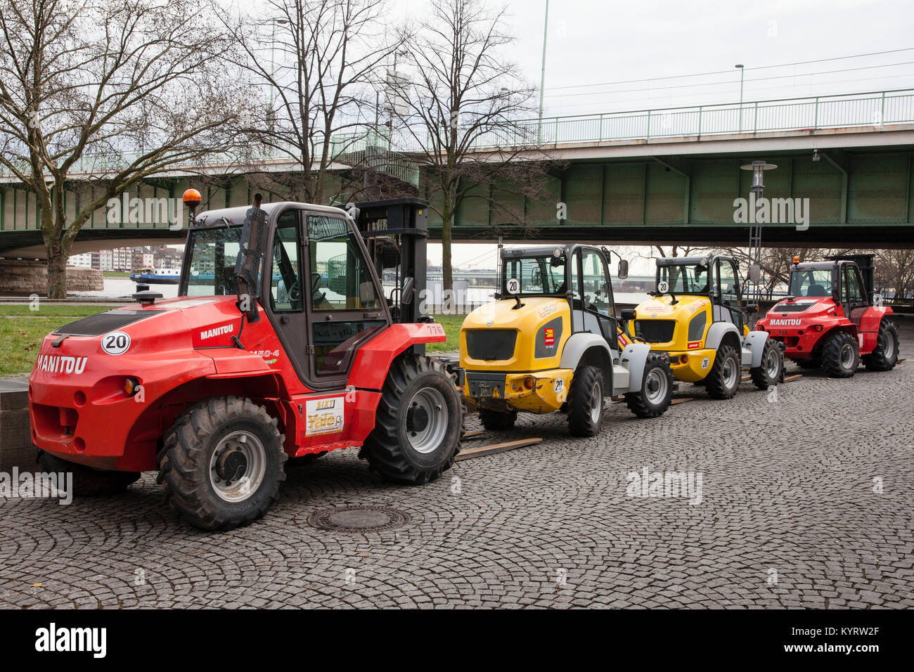Europe, Germany, North Rhine-Westphalia, Cologne, forklifts on the banks of the river Rhine, Deutzer bridge.  Europa, - Stock Image