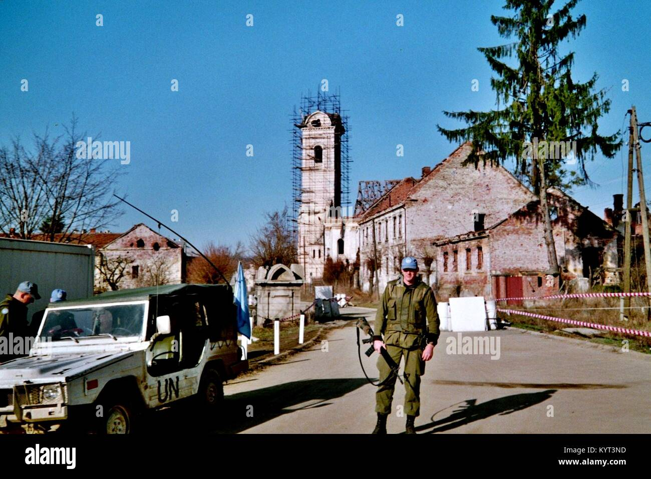 Pakrac (Western Slavonia, Croatia), an UN/UNPROFOR-soldier at the front line which divided the town Center between - Stock Image